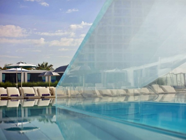 get-an-up-close-view-of-guests-through-the-glass-staircase-that-sits-in-the-middle-of-the-pool-at-the-w-hotel-in-fort-lauderdale