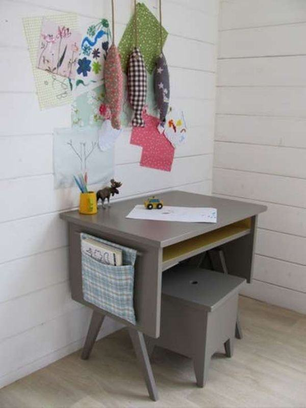 grey-desk-children