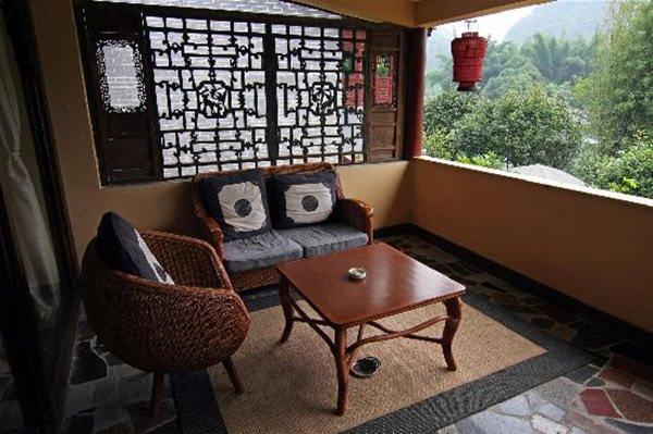 guestroom-balcony-yangshuo