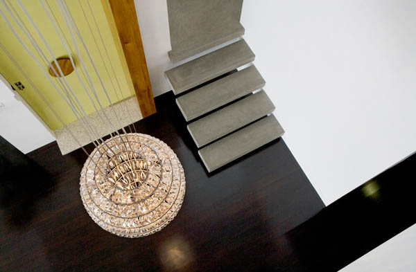 hanging-lamp-in-contemporary-home