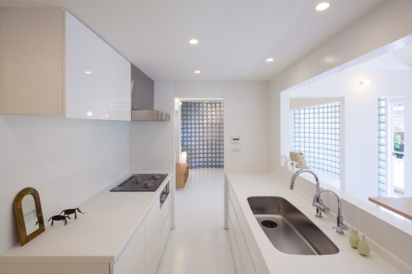 minimalist-white-japanese-kitchen-1024x682
