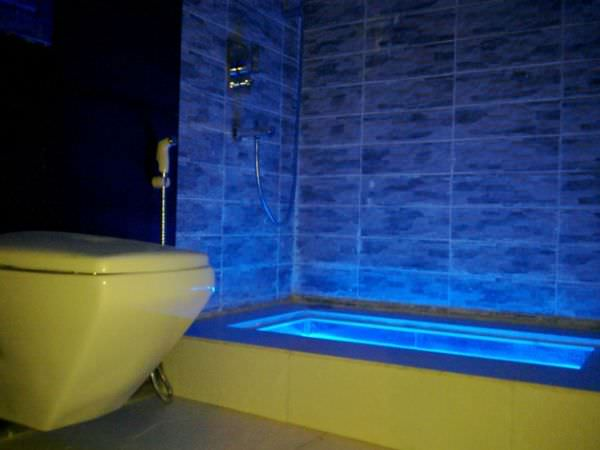 modern-light-bathtub