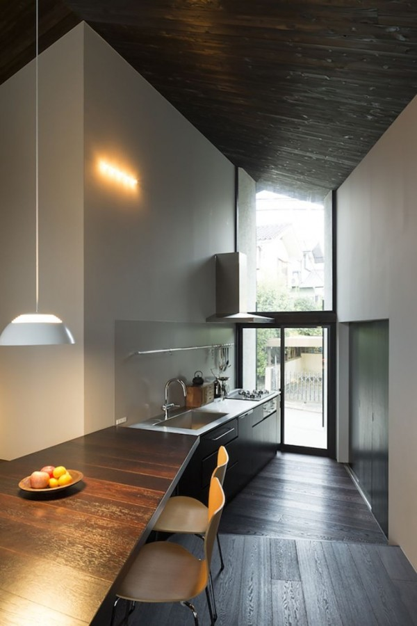 naruse-house-narrow-japanese-kitchen-683x1024