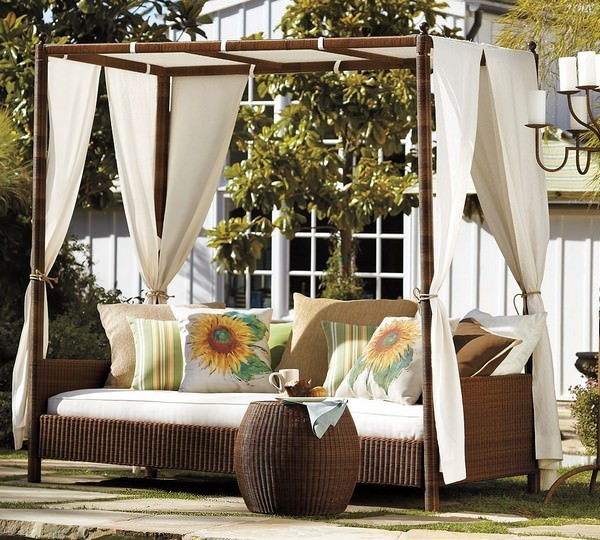 rattan-outdoor-bed