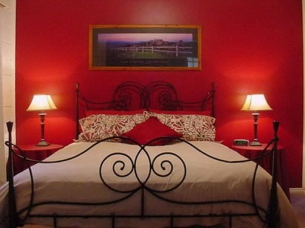 red-walls-for-bedroom