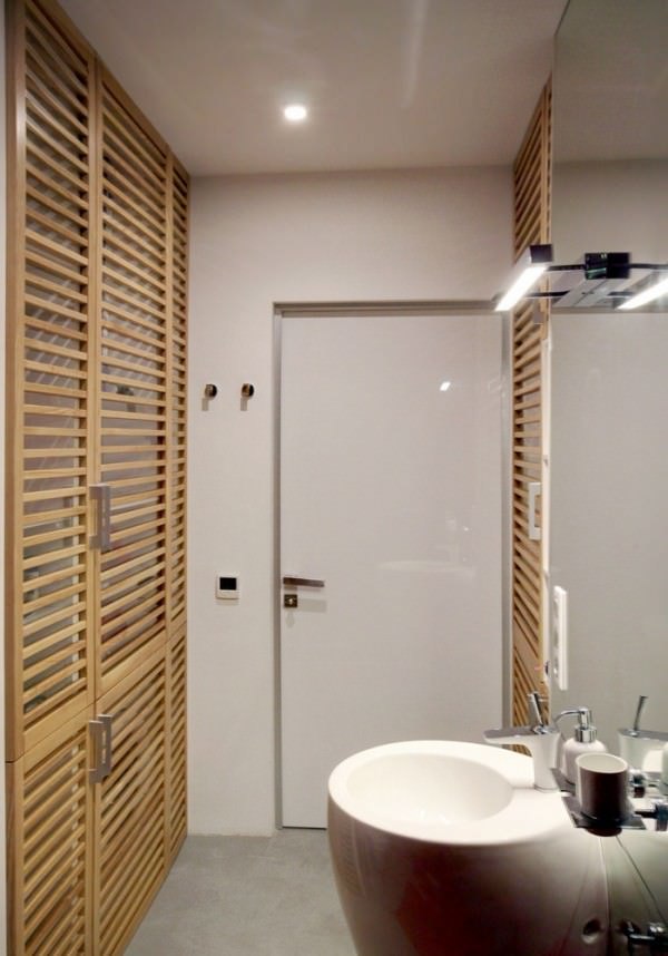 small-bathroom-apartment