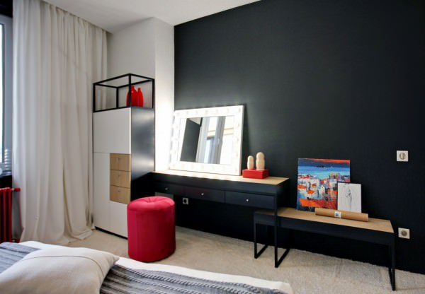 small-bathroom-apartment-black-wall-and-furniture