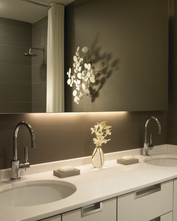 stylish-bathoom-with-recesed-light