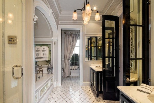 the-master-bathroom-looks-like-something-out-of-a-luxury-hotel-after-all-this-is-still-the-plaza