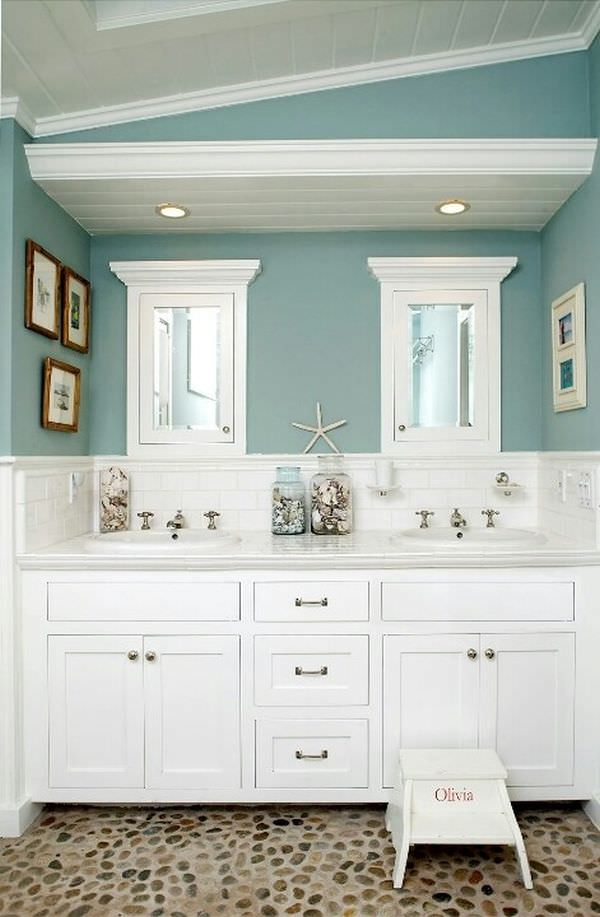 traditional-blue-bathroom