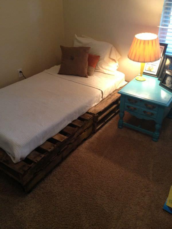 unusual-pallet-bed