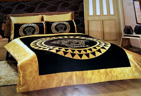 versace-bedding-set-satin-medusa-duvet-set-black-gold