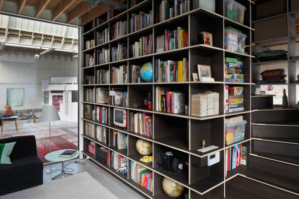 warehouse-home-with-three-shipping-containers-inside-Living2