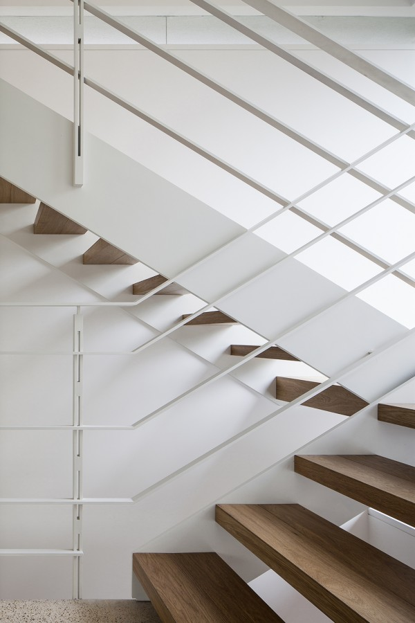 white-and-wood-stairs-mediterranean-villa-paz-gersh-architects