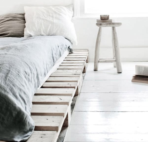white-decor-scandinavian-pallet-bed