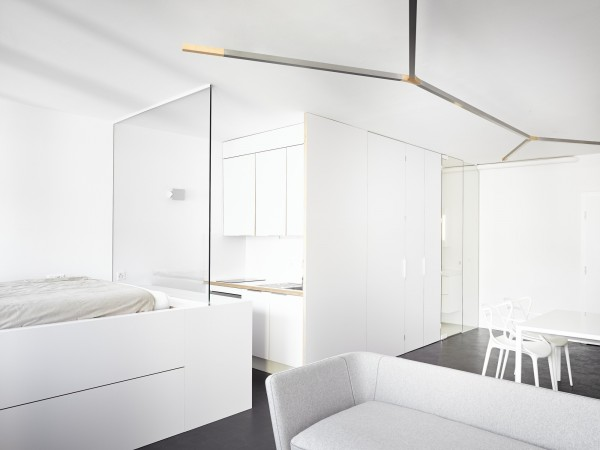 white-geneva-flat-freaks-freearchitects-ceiling-lighting